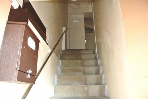 その他お部屋へと続く階段。
