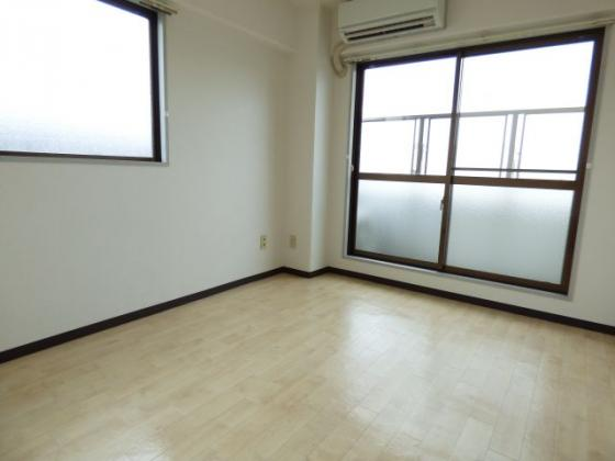 居間2面採光の明るいお部屋