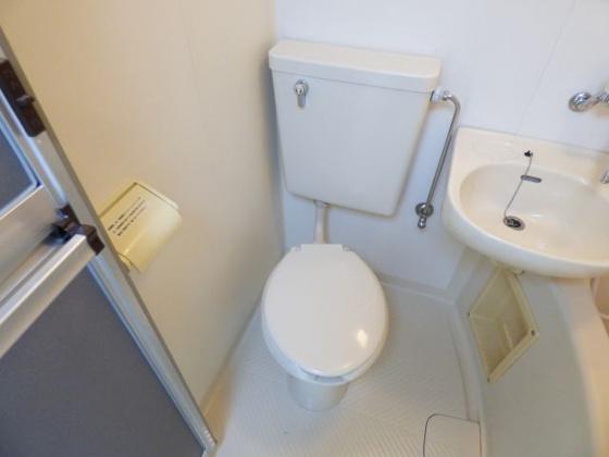 トイレお手入れしやすいシンプルトイレ