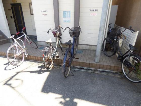 その他自転車はこちらに置けますよ。