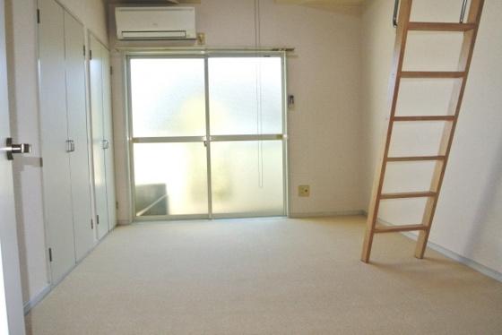 居間とても明るくて広いリビング。