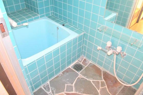 浴室落ち着いた空間のお風呂です