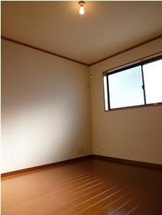洋室各お部屋に窓がついていると、開放感がありますね☆☆