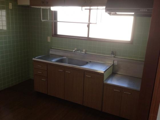 キッチン窓がついてる明るいキッチン