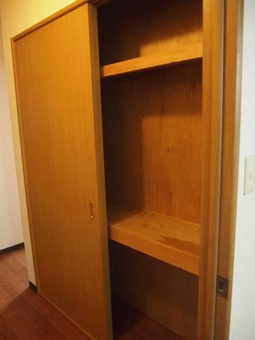 収納玄関には便利な収納も有ります。