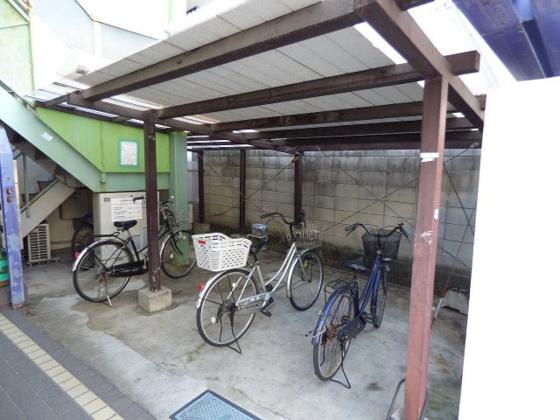 共有部分自転車はこちらへどうぞ。
