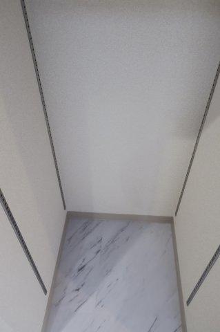 収納シャトー青山第3 トイレ・洗面室内、棚スペース