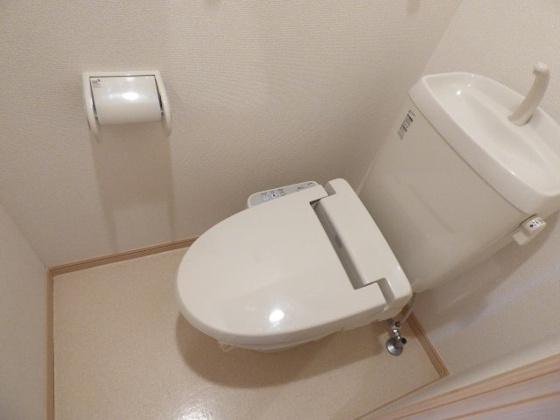 トイレ快適な温水洗浄便座も完備。
