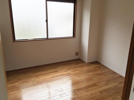 寝室明るくて風通しの良いお部屋