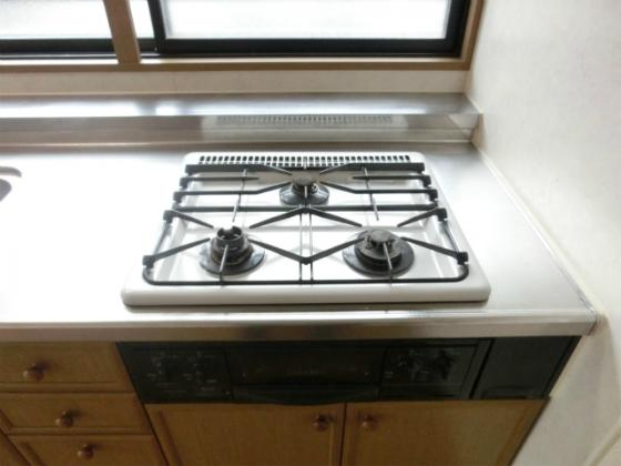 キッチン3口ガスコンロにグリル付のシステムキッチン
