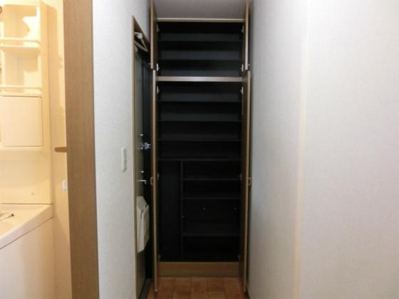 収納天井まであるシューズボックス