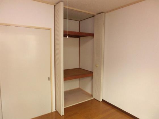収納天井まである広めの収納スペース