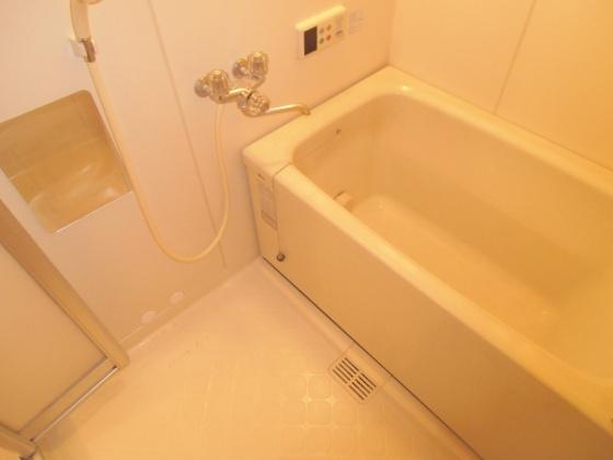 浴室追い炊き機能の完備されたお風呂です