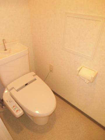 トイレウォシュレットが設置されている快適なトイレ