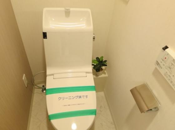 トイレ温水洗浄便座付き。