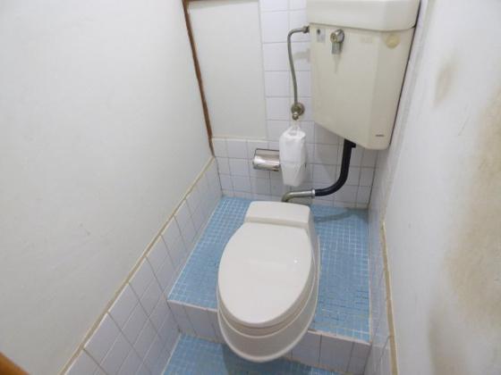 洗面所うれしい独立洗面台完備。