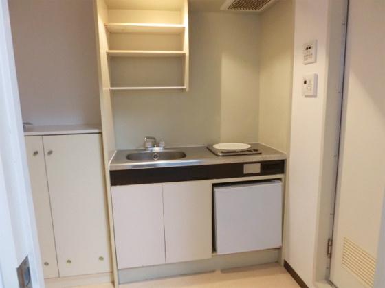 キッチン1口IHコンロにミニ冷蔵庫付のキッチン