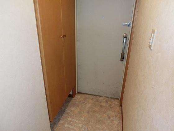 玄関トール型の下駄箱付です