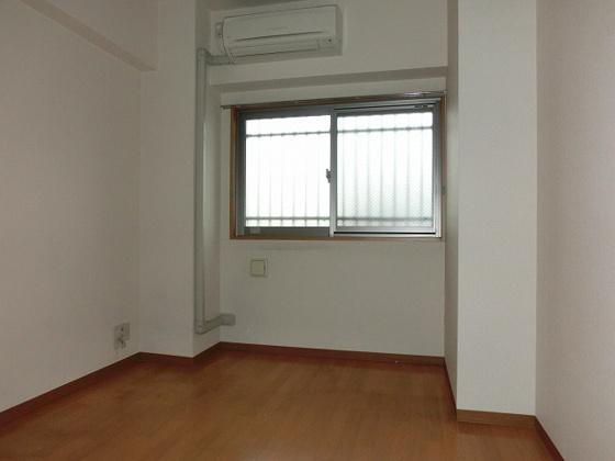 洋室6畳の洋室 エアコン付です