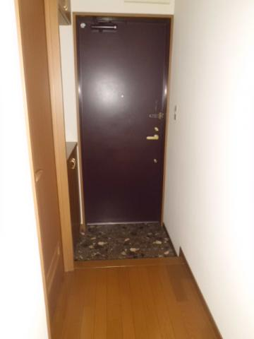 玄関右側に下駄箱付きです