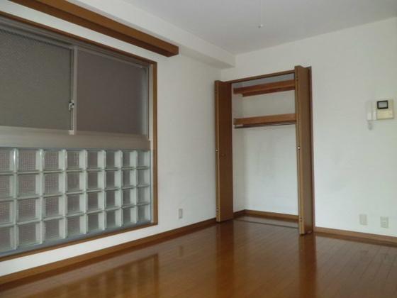 洋室8.5帖洋室のクローゼット収納