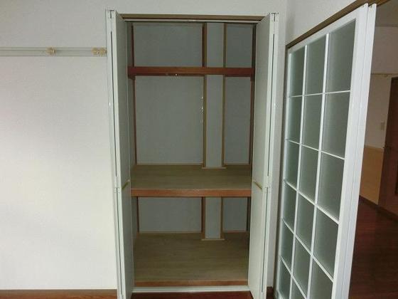 収納南側5.5帖洋室にある収納スペース
