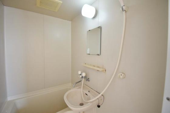 洗面所すっきりとした洗面台です。