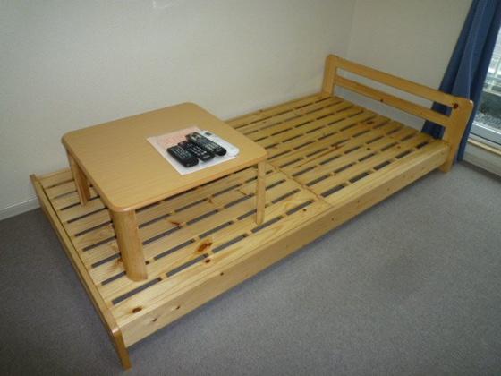 寝室ベット・テーブル