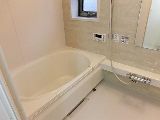 浴室広々とした追炊き機能付バス