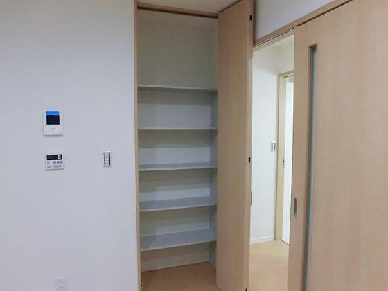収納LDKにも収納スペースがございます