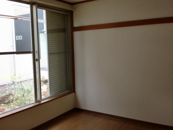 内装窓も大きく明るい室内