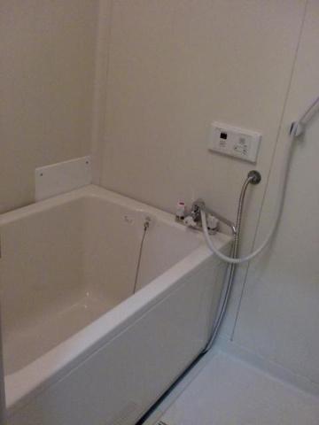 浴室きれいで清潔な浴槽