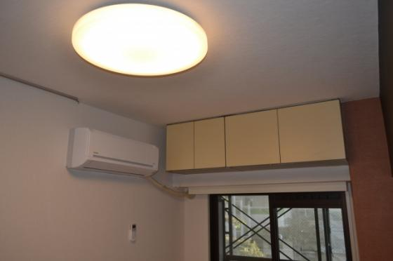 収納上部収納棚 エアコン シーリング照明