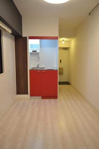 洋室床は白を基調としたフロアタイル貼り