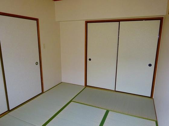 収納和室の押し入れ収納