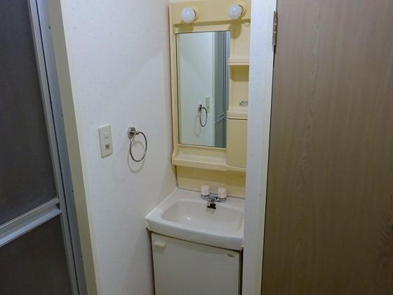 独立洗面台窓付き独立洗面台