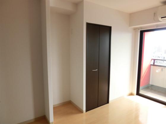 洋室クローゼットのお隣のスペースは冷蔵庫を置くためのスペースになってます