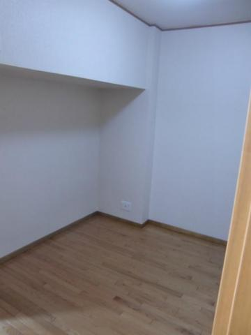 洋室4帖の洋室
