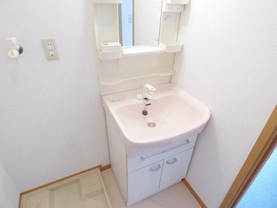 洗面所おシャレでかわいい洗面台です。