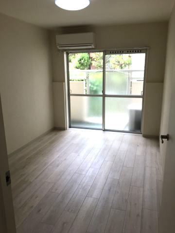 洋室6帖のお部屋です。収納あります。