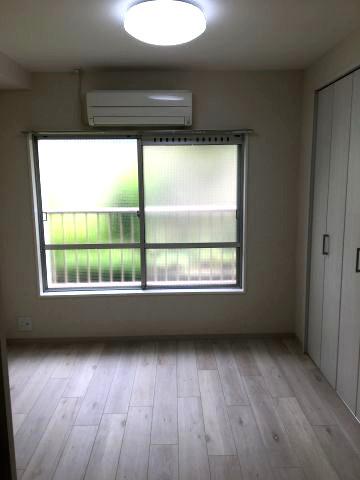 洋室5帖のお部屋です。収納あります。