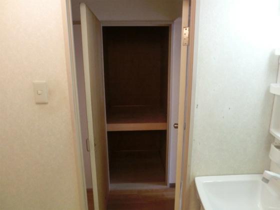収納廊下にある収納スペース