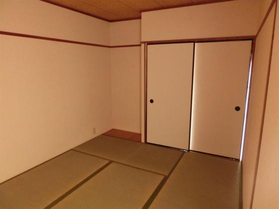 和室和室の収納部分です