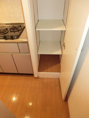収納キッチン横収納(下段)