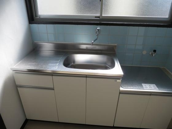 キッチンコンパクトなキッチンで掃除もラクラク