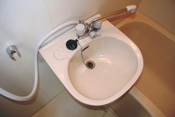 洗面所すっきり爽やかな洗面台。