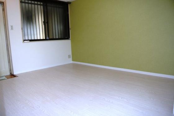 寝室ベッドも置ける広めのお部屋。
