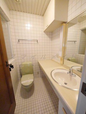 トイレ1階、2階にもトイレがあります。