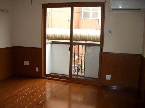 洋室7.7畳の洋室 エアコンと室内干し付