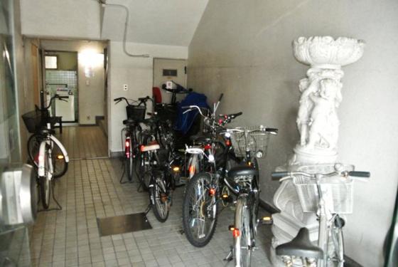 共有部分自転車はこちらへ置けます。